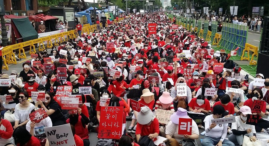 Femmes manifestant contre les molka en Corée du Sud