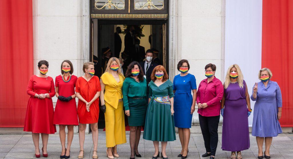 Les députées polonaises arborent les couleurs du drapeau LGBTQ+