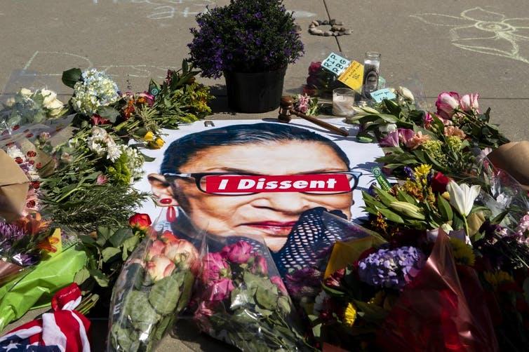 Hommage à Ruth Bader Ginsburg devant la Cour Suprême