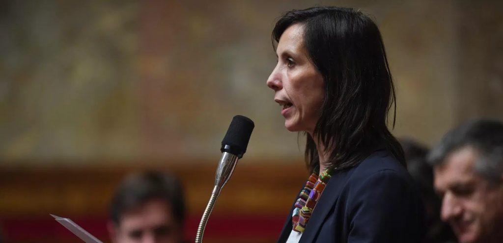 Albane Gaillot présentant le projet de loi pour renforcer l'IVG à l'assemblée