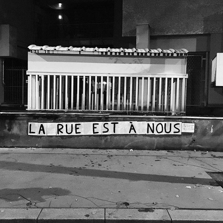 """Collage féministe à Lyon : """"la rue est à nous"""""""