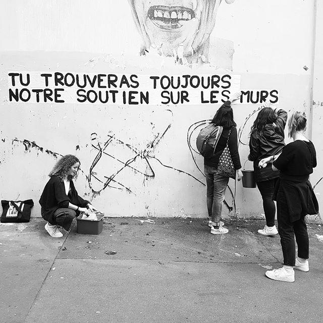 """Collage féministe à Paris : """"tu trouveras toujours notre soutien sur les murs"""""""