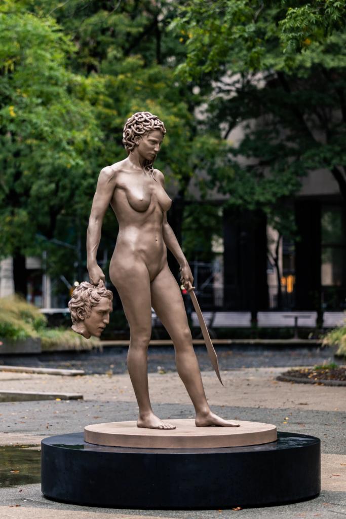 "Statue ""Méduse tenant la tête de Persée"" de Luciano Garbati"