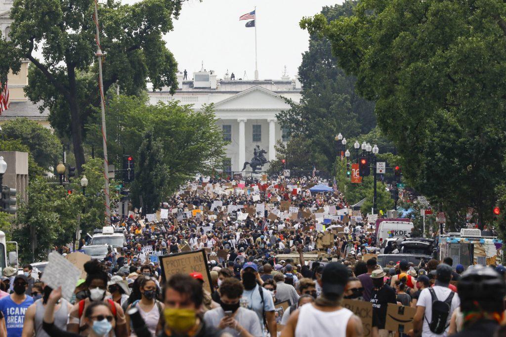 La foule de manifestantes et manifestants pacifistes antiracistes en juin 2020.