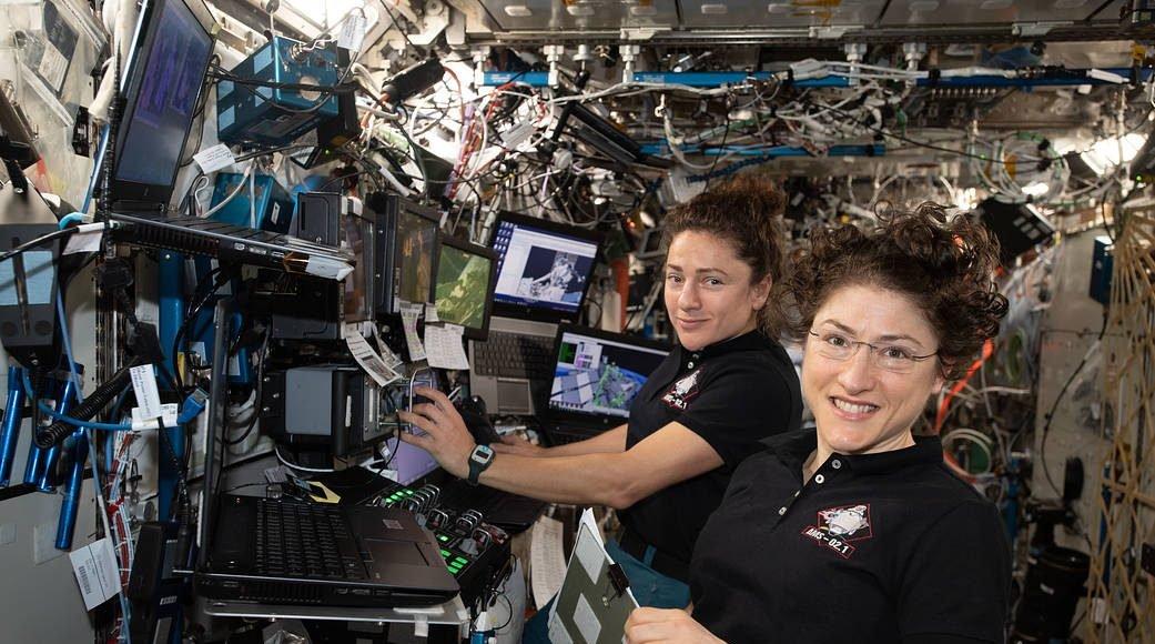 Christina Koch et Jessica Meir, le premier duo 100% féminin en mission spatiale, 2019