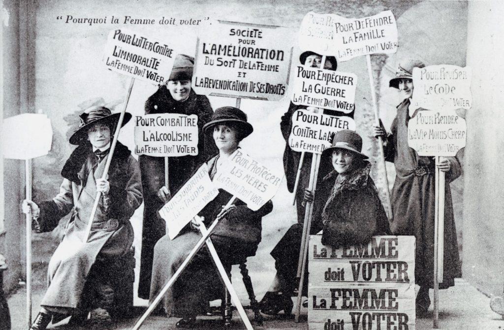 Suffragettes : manifestation pour le droit de vote des femmes en France